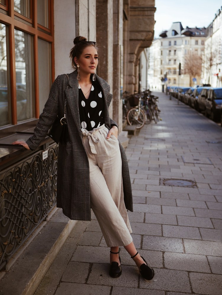 Polka Dot Body, Leinen Culotte und Statement Ohrringe