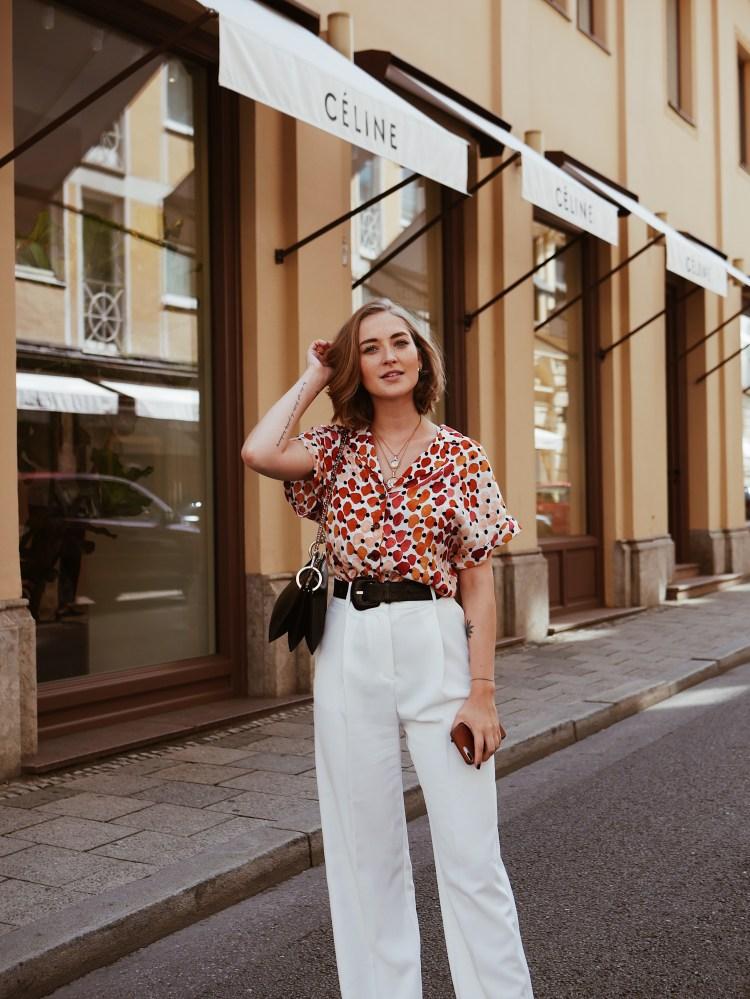 Streetstyle wie kombiniere ich bedruckte Bluse richtig?