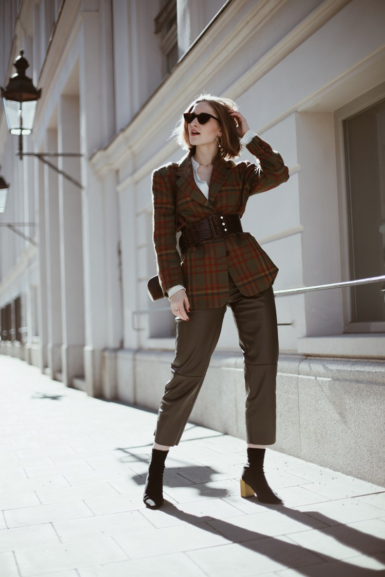 Outfit: Vintage Aigner Blazer, Leather Pants & Sock Shoes
