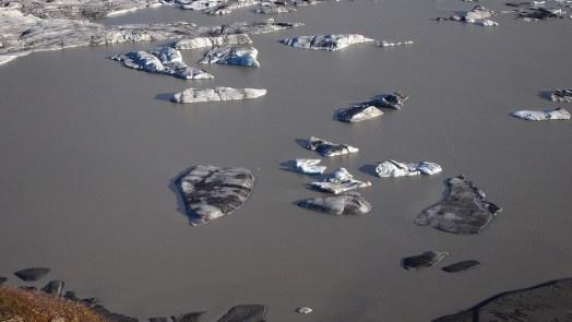 Skaftafell-Nationalpark: Seht ihr da unten rechts die gaaaanz kleinen Menschen? Damit man einen Maßstab hat.