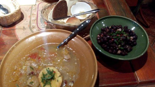 Lettisches Abendbrot: Sauerkrautsuppe und schwarze Erbsen