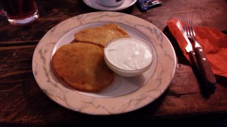 Kartoffelpuffer mit Sour Cream