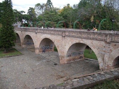 Eine alte Brücke