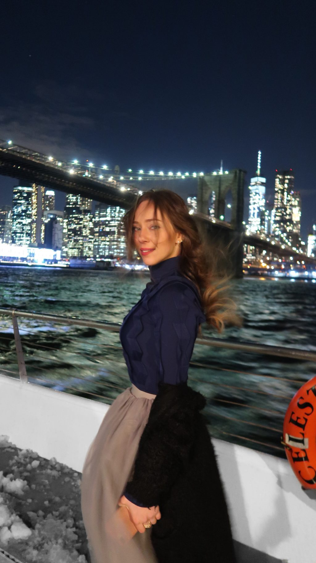 Laura Kassab no jantar no barco Bateaux em Manhattan NY