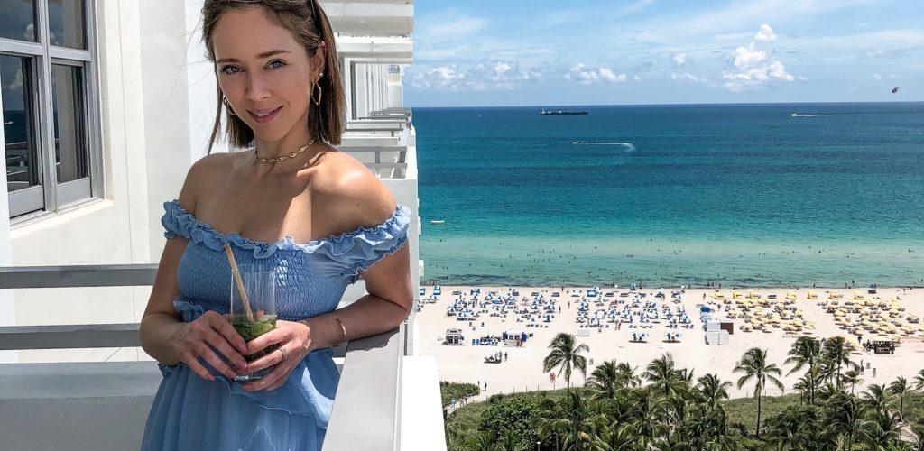 Laura Kassab no hotel Loews Miami Beach nos Estados Unidos