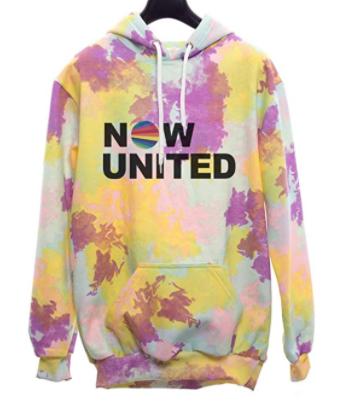 Blusa canguru de moletom com capuz Now United tie dye colorida