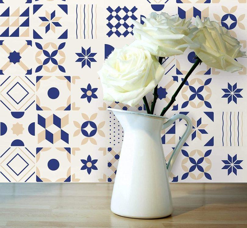 azulejo adesivo decorado azul e amarelo para cozinha