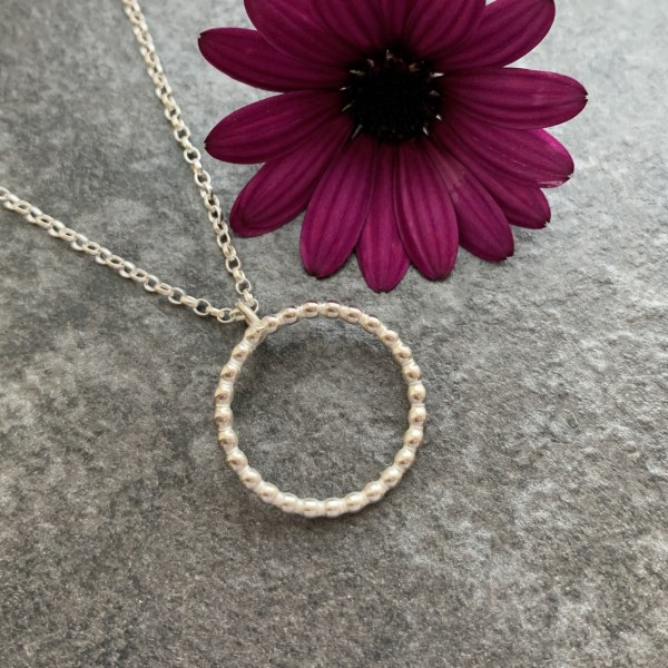 Silver circle everlasting pendant