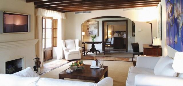 olar_1366x650_room_luxury_suite03