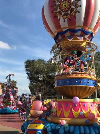 Mickey y Minnie cierran el desfile