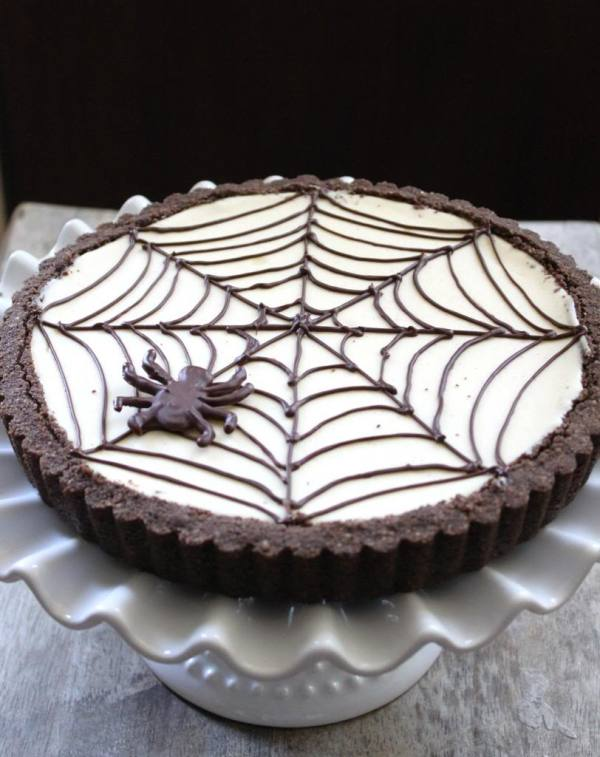 Spider Web Cheesecake Tart 21 Halloween Party Treats www.lauraslittlehousetips.com