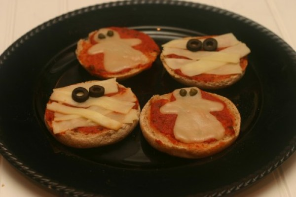 Ghost and Mummy Pizzas 21 Halloween Party Treats www.lauraslittlehousetips.com