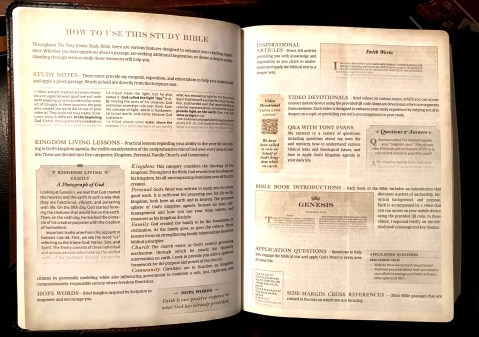 Inside view of Tony Evans Study Bible
