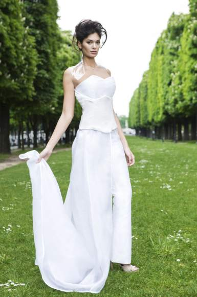 White silk Jumpsuit made in France. White Leather under-bust and its Organza and polyethylene coat. Be elegant but different!