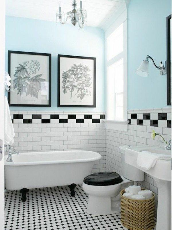 1 Salle De Bain Retro Carrelage Blanc Noir Mur Bleu Ciel Baignoire Blanc Lustre Baroque Laurel Home