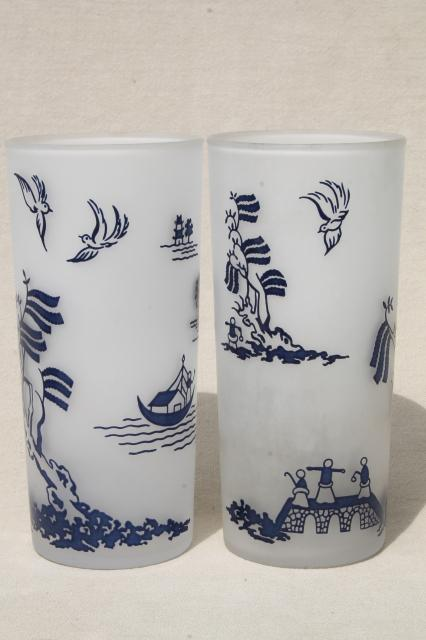 Vintage Blue Willow Pattern Vintage Glassware Collection