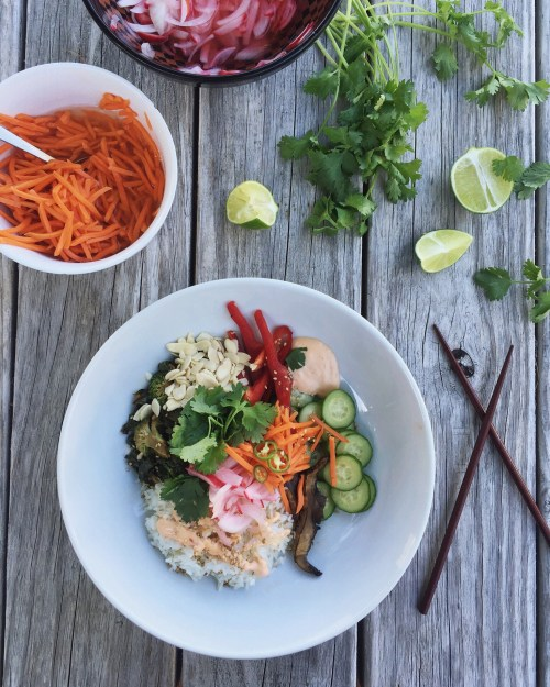 BANH MI INSPIRED VEGGIE BOWLS // laurenariza.com // Recipe Schmecipe