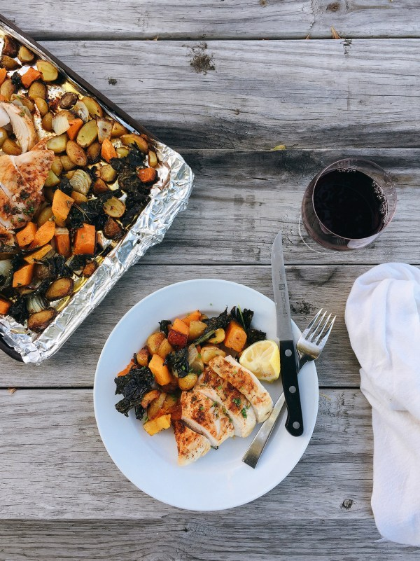 ONE PAN WONDER: ROASTED CHICKEN WITH FALL VEGGIES AND CRISPY KALE // laurenariza.com