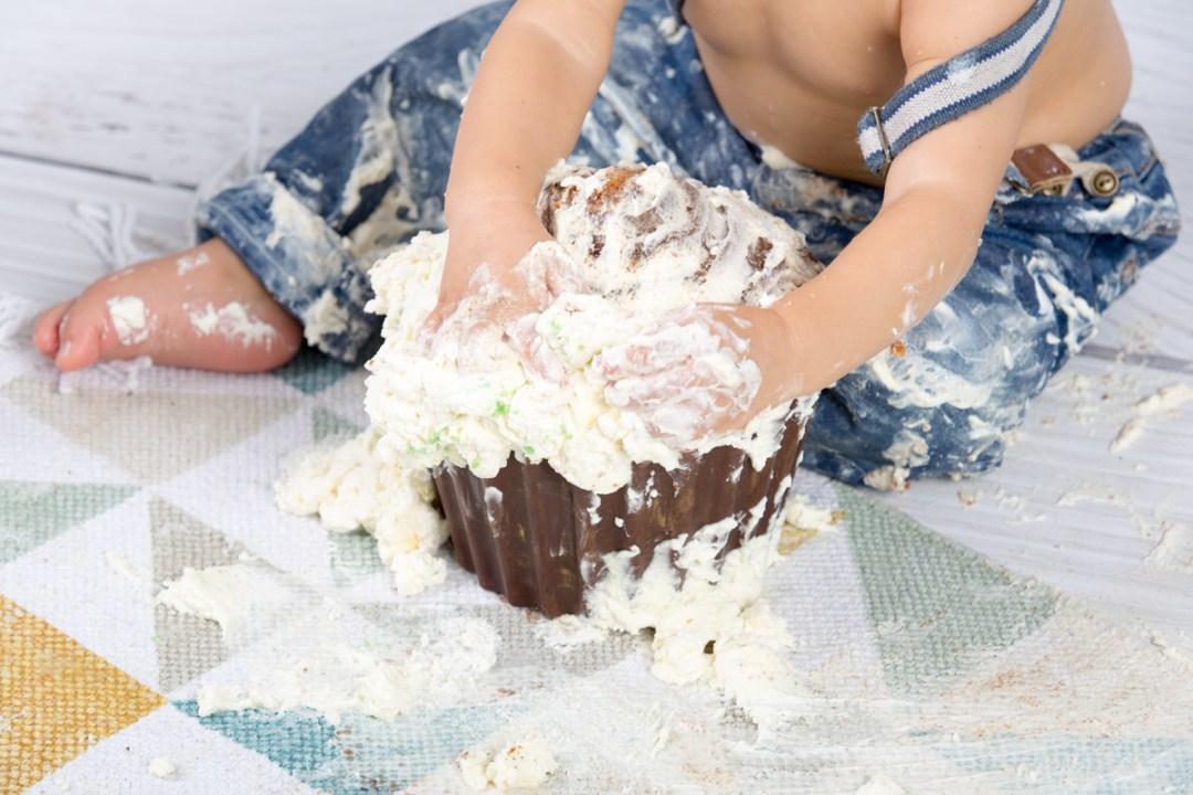 smash the cake séance photo original première bougie en home studio à sanary sur mer