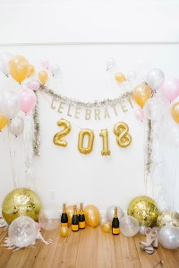 DIY: A Balloon Photo Backdrop for New Years Eve!