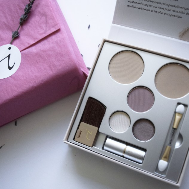 Jane Iredale Pure & Simple Makeup voxbox from Influenster