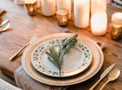 Romantic-Christmas-Tablescape