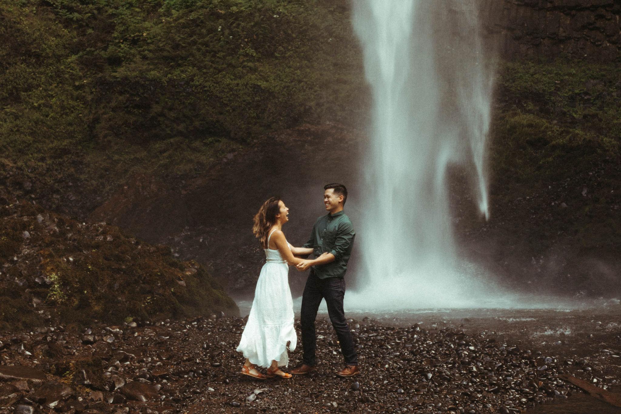 latourell waterfall oregon engagement session
