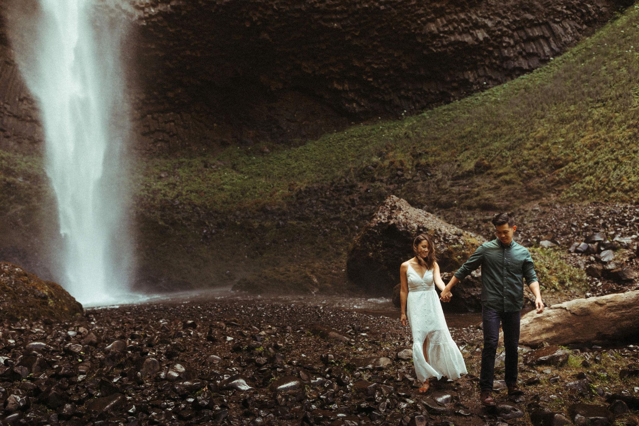 oregon waterfall adventure engagement