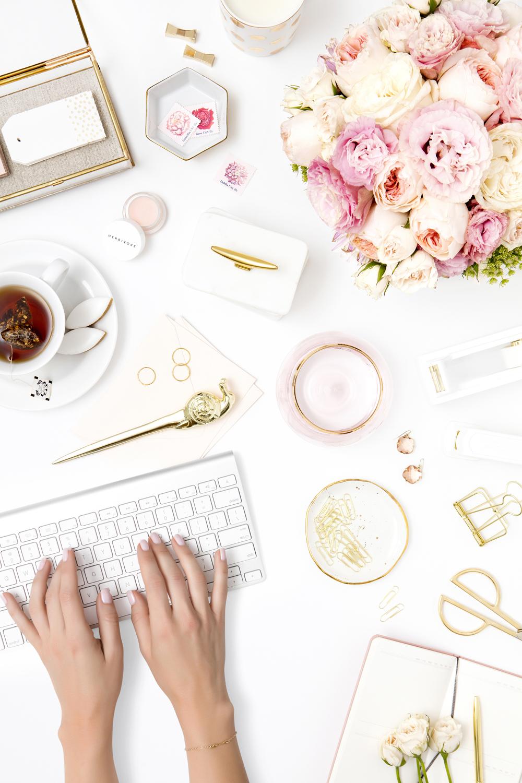computer-with-pink-flowers-desktop