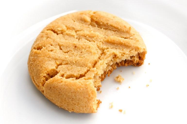 Keto Peanut Butter Cookies #keto #cookies #ketodessert #ketocookie #ketocookie #ketodiet #ketorecipes #ketogenic #ketosis