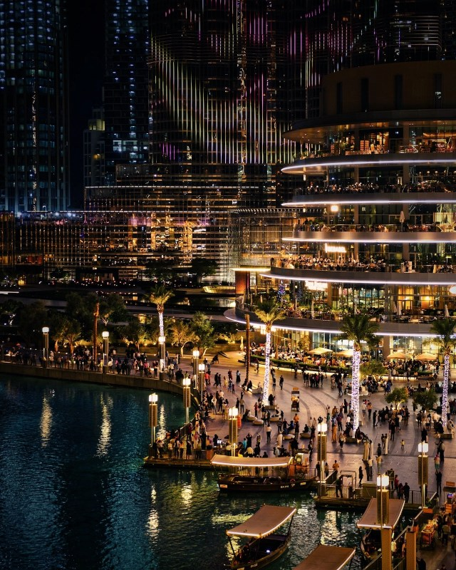 Dubai Mall at night