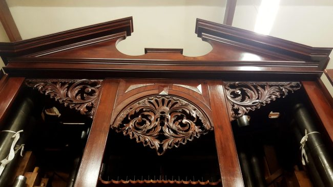 Clare college in Cambridge, pipe organ case 1755, pipe shades after restoration, Laurent Robert woodcarving