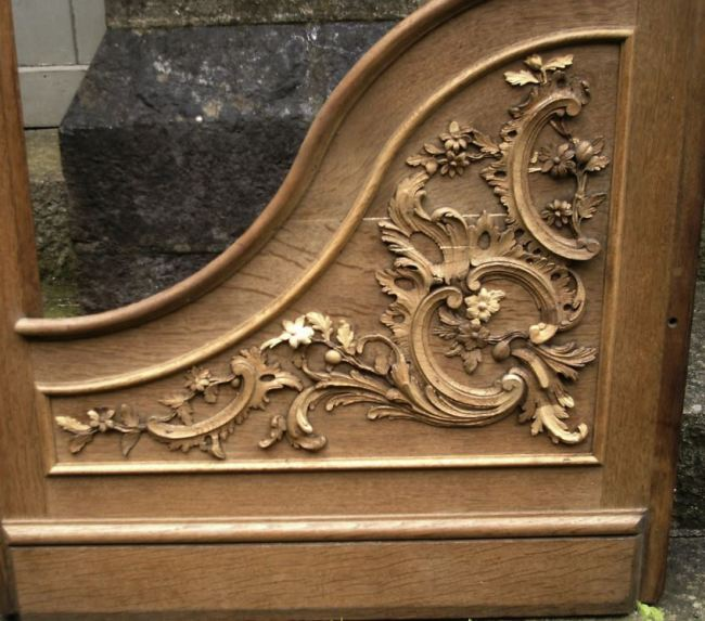 George England organ case restored by Laurent Robert Woodcarver, ogee shaped panel with c scrolled acanthus carvings