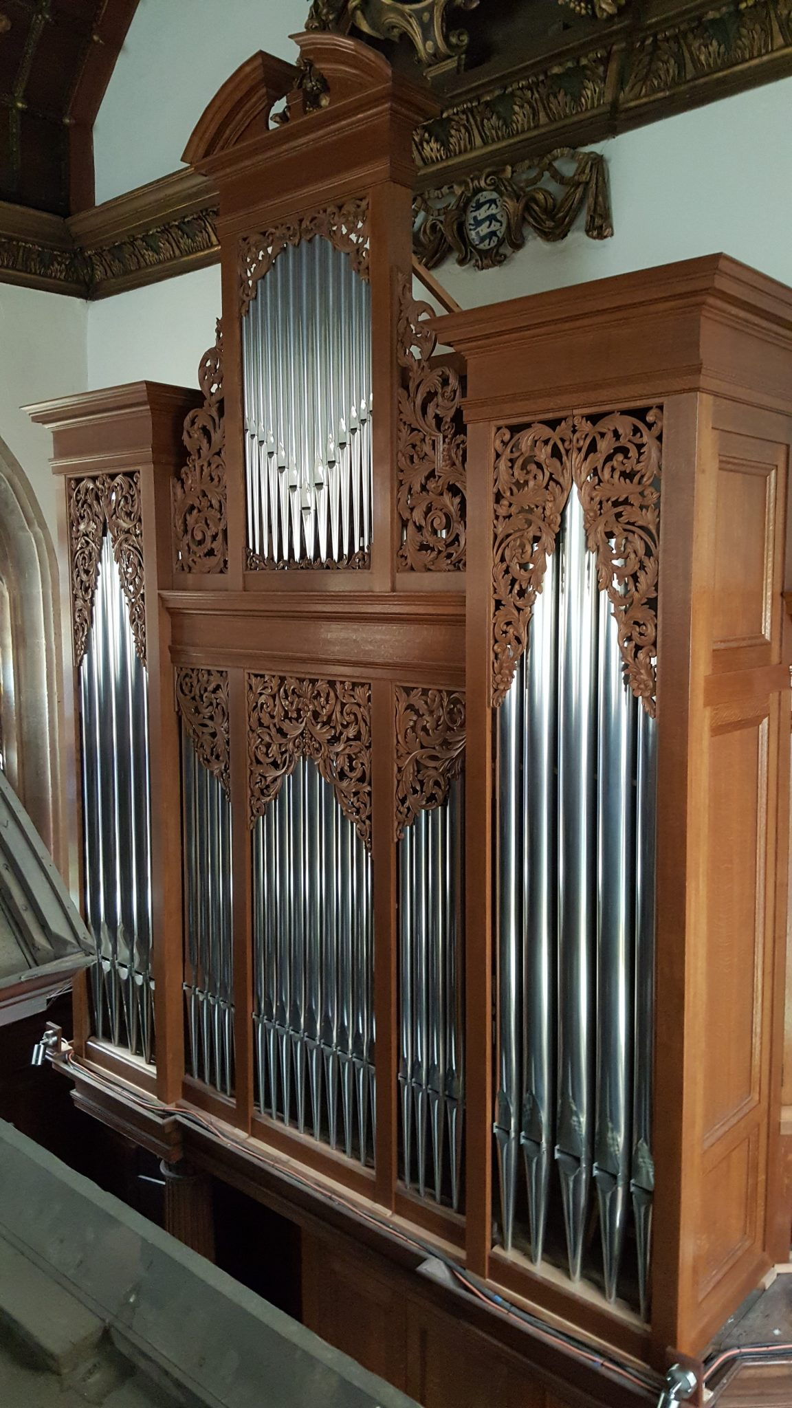 pipe organ case in oak