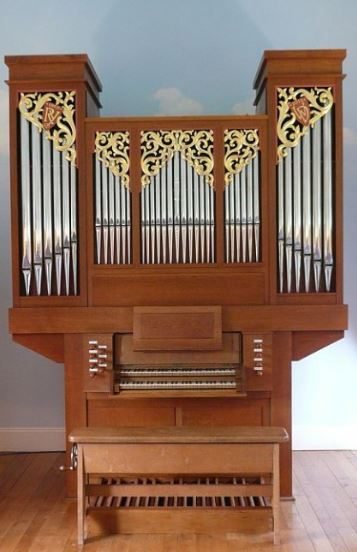 Newly built pipe organ with gilded carvings in lime wood inspired by heraldry by Laurent Robert woodcarver