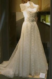 A Spanish wedding dress | blue eye brown eye