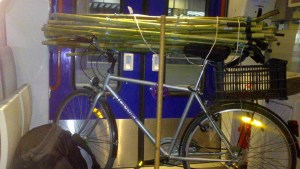 flexyourte sur un vélo dans le train