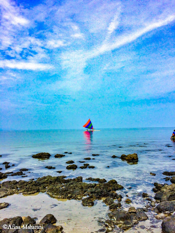Pantai Pasir Putih Situbondoo.jpg