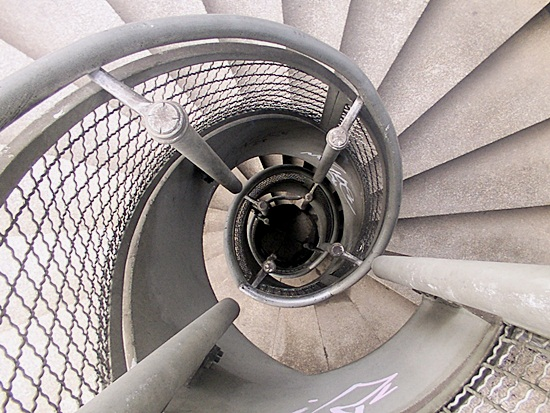 Most Beautiful Examples of Spiral & Helical Staircase Photography (12)