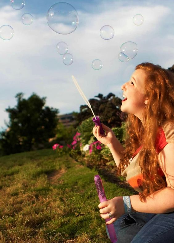 girls making bubbles photos1.9