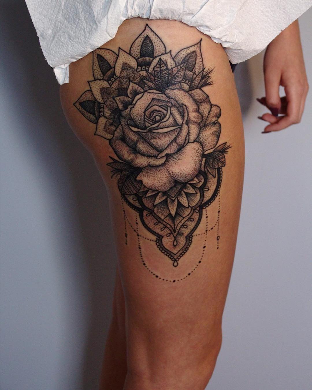 rose-tattoo-large-thigh-design - Lava360