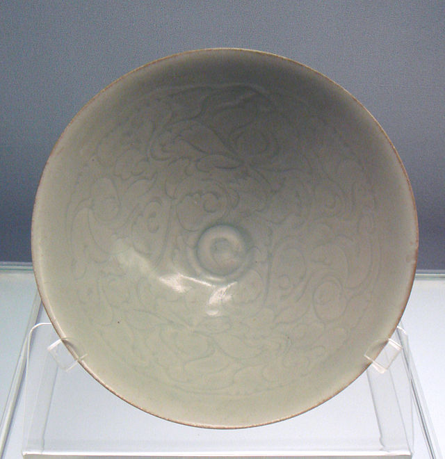 Qingbai_glazed_bowl_with_carved_peony_designs_Jingdezhen_ware_1127_1279