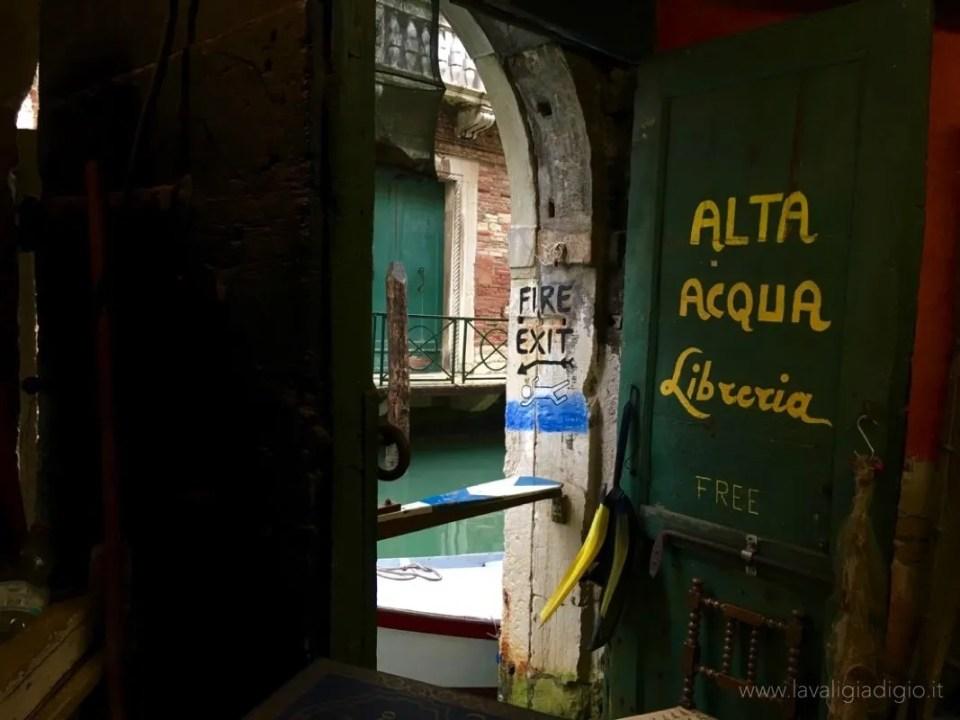 libreria acqua alta venezia 5