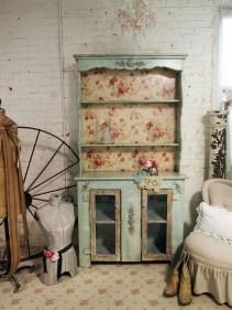 mobilier-shabby-shic-salon-armoire-bois-peint-vert-clair