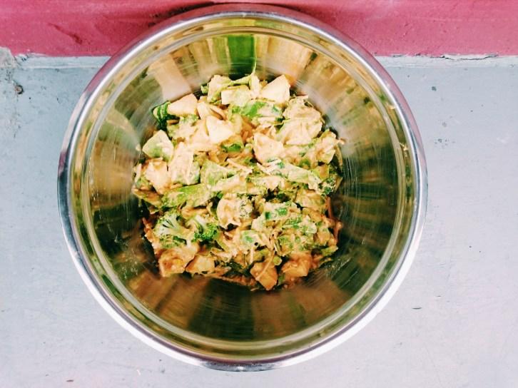 Coupez vos légumes, préparez la préparation de farine de pois chiches puis mélangez le tout! ©Odile Joly-Petit