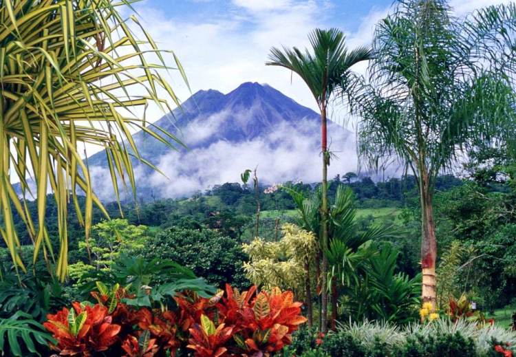Volcán Arenal, Arenal Volcano, Costa Rica - Best Tropical Destination to Visit in January