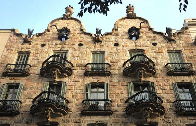 Casa Calvet - Antoni Gaudi Guide to Barcelona
