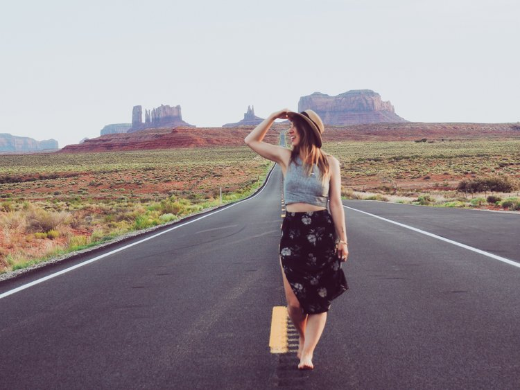 Monument Valley - How to Take Amazing Photos of Yourself when Traveling Solo