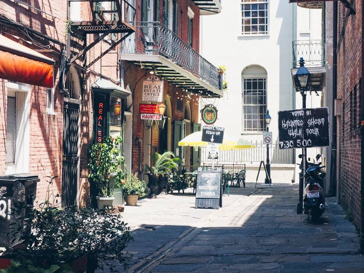 Ghost Tour - Pirate's Alley - Things you must do in the French Quarter
