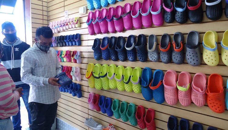 En Maturín zapaterías sobreviven con la venta de chancletas